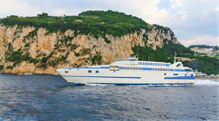 ナポリからカプリの高速船
