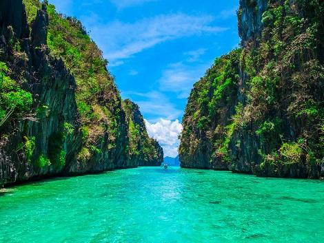 beautiful lagoon in elnido tour