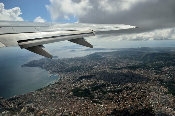 ナポリ 飛行機