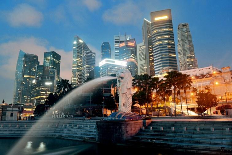 シンガポール・マーライオン公園の夜の様子