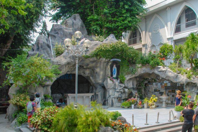 ダナン大聖堂の洞窟の中のマリア様