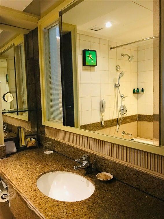 ゴールデンサンズリゾート スーペリアルームのバスルーム