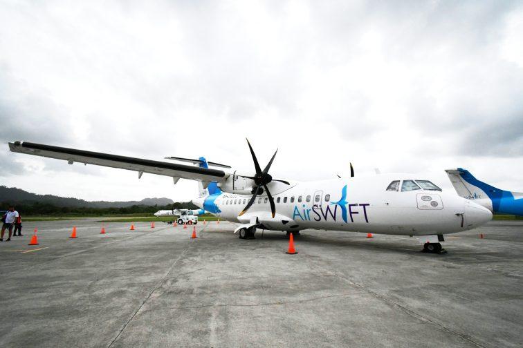 Airswift airplane Lio airport