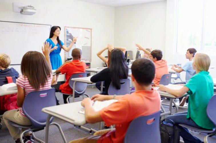Teacher in English language school2