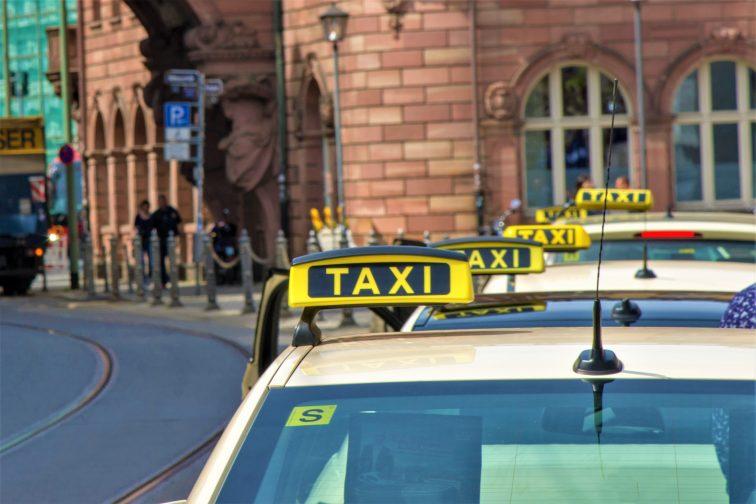 フランクフルト タクシー