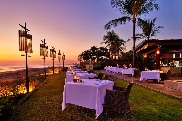 02-the-samaya-seminyak-breeze-restaurant-sunset-1539329629