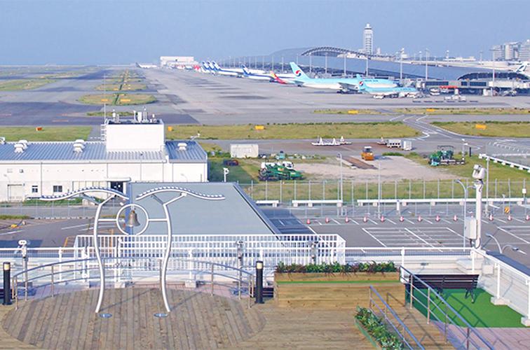 気持ちのよいスカイデッキにも立ち寄りたい「関西国際空港」