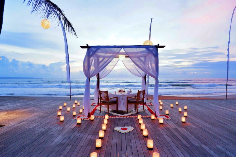 the-royal-canopy-dinner-at-the-breeze-1579081575