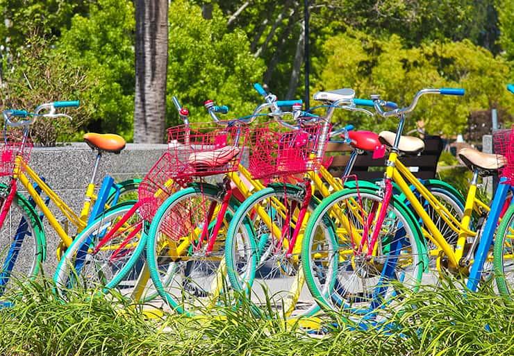 Googleロゴカラーのオシャレな自転車