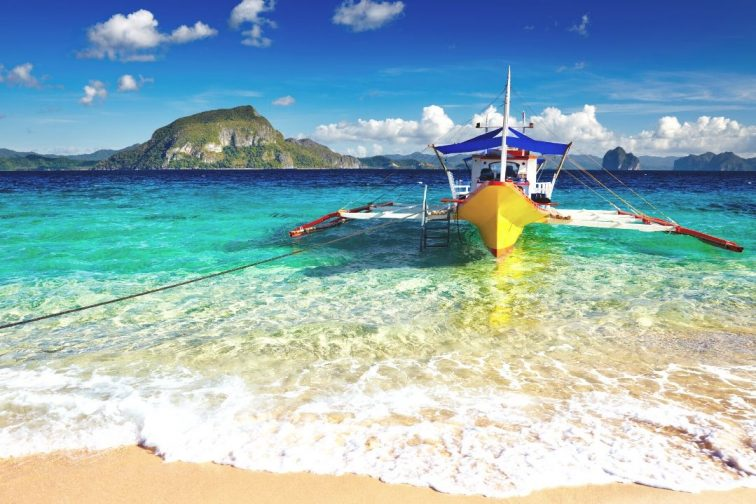 philippines boat by ocean