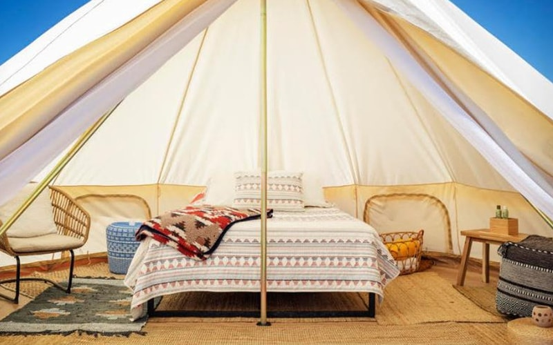 オシャレで快適なテント内