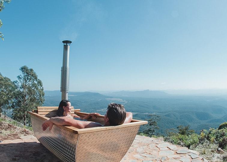 ボタン式の薪の温水浴槽