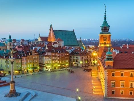 ワルシャワ:夕暮れのキャッスルスクエア