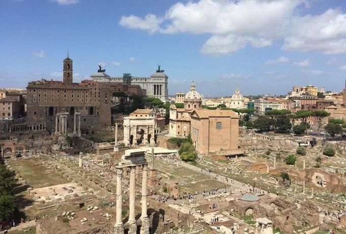 広大な古代遺跡フォロ・ロマーノ
