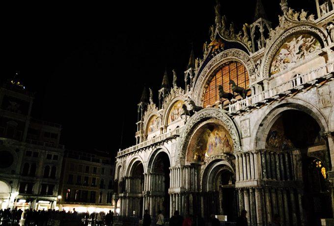 夜のサンマルコ寺院