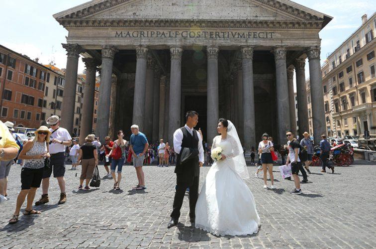 結婚式後のフォトツアーでパンテオにて
