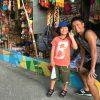 息子と一緒にカラフルなセブの街