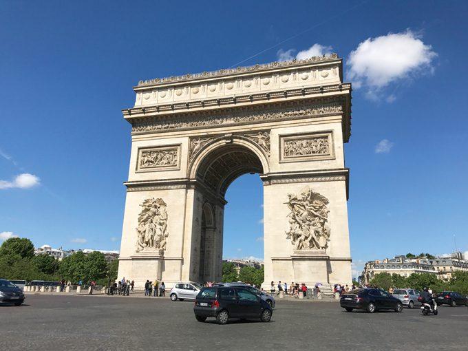 壮麗なパリのシンボル凱旋門