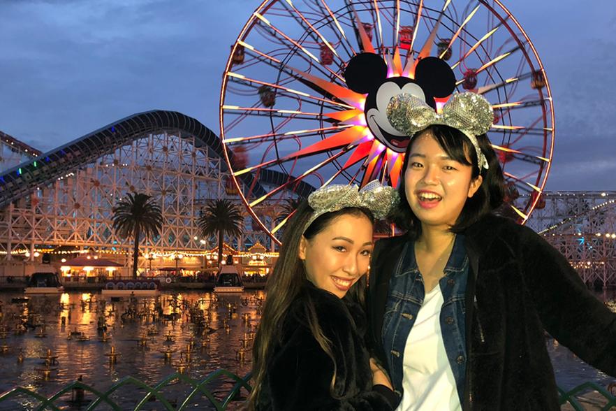 ディズニー・カリフォルニア・アドベンチャー・パークで記念撮影!