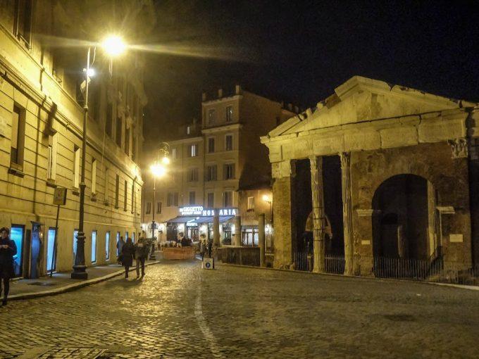 街中に遺跡のある街、ローマ