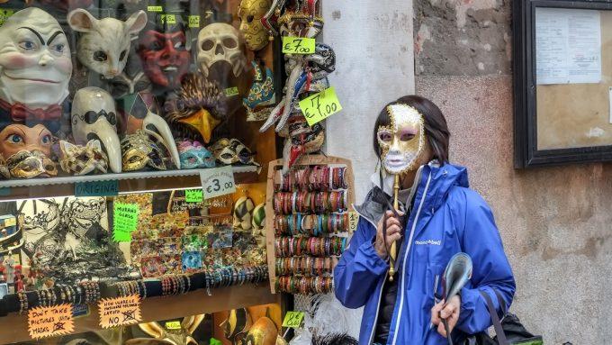 ベネツィアの仮装マスク