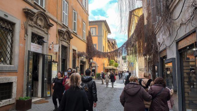 ローマの小道で