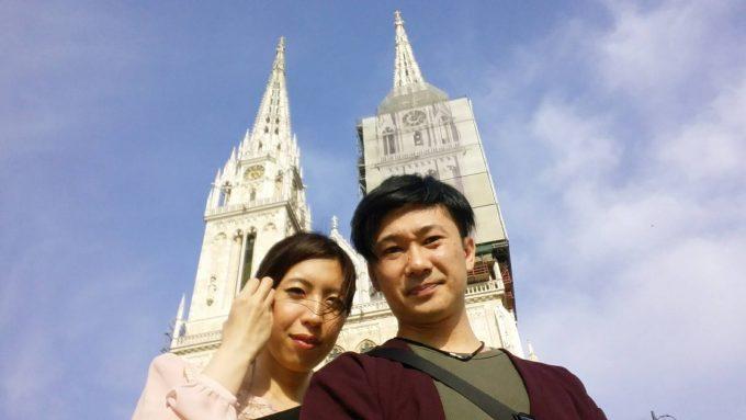 ザグレブ大聖堂の前で