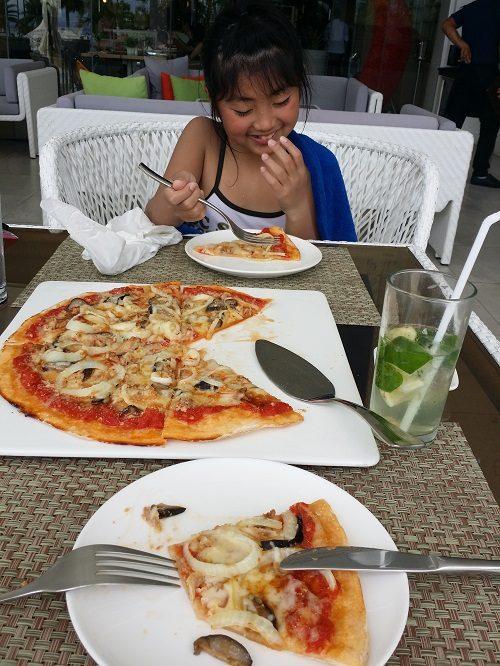 ホテルの食事も美味しく、フィリピンは食べ物に困りません♪
