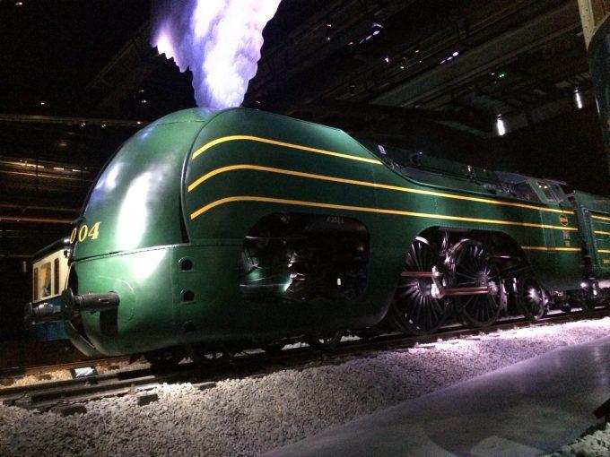 Train World 古い行先表示板やランプ、時計、重量計なども良い感じ