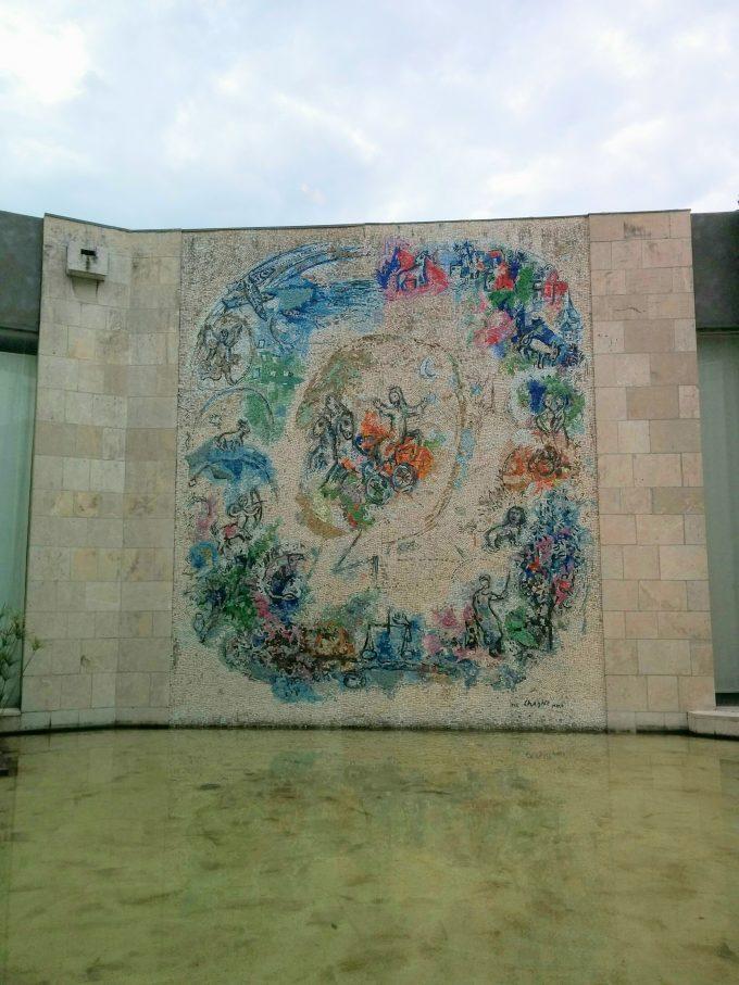 シャガール美術館のタイル