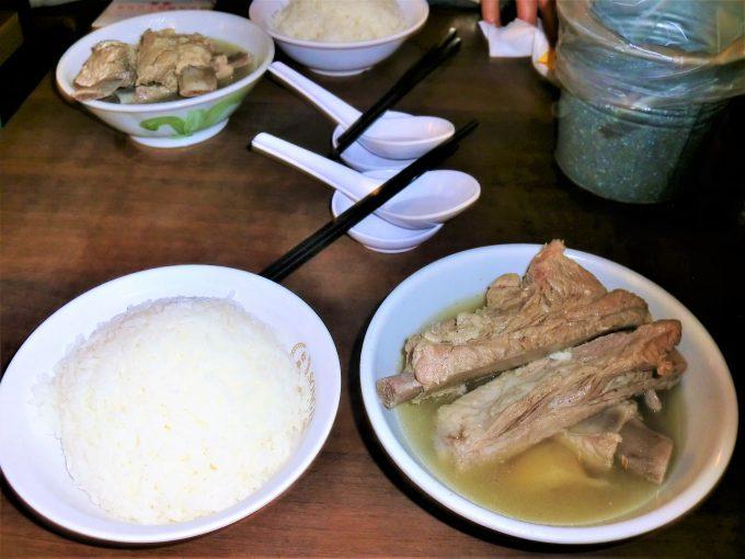 肉骨茶。食べやすかったです。