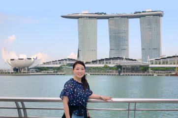 マリーナベイズ・サンズの前で、シンガポール!