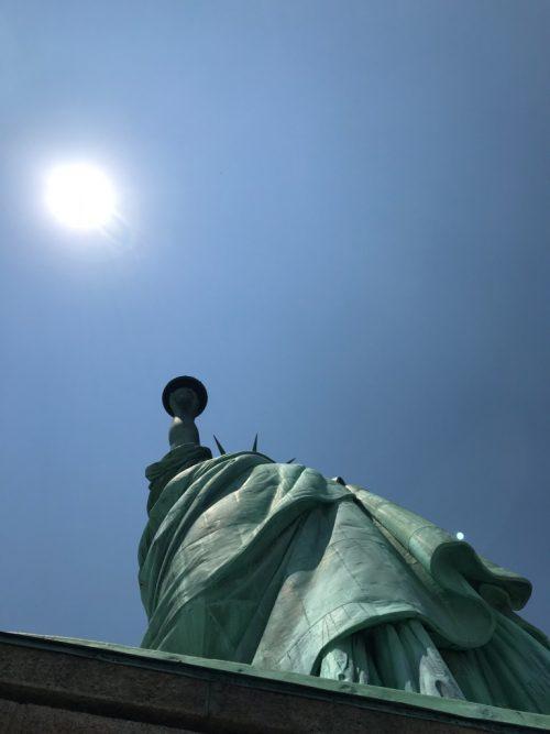 台座から見上げた自由の女神