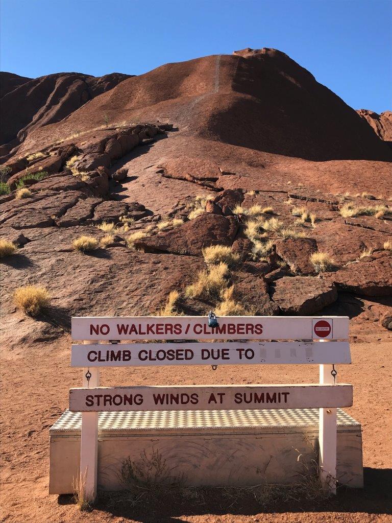 ウルル登山禁止の看板 (1)