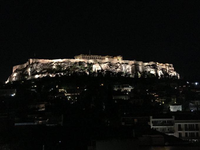 ライトアップされた「パルテノン神殿」
