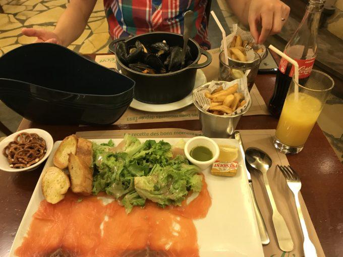 旅行中の食事