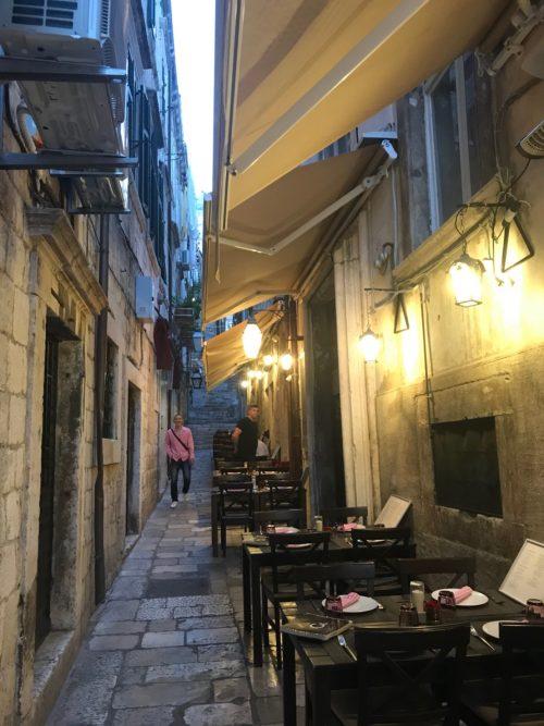 小道のカフェ