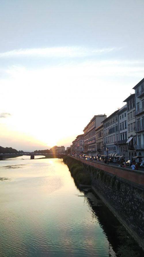 ベッキオ橋辺りからの夕陽