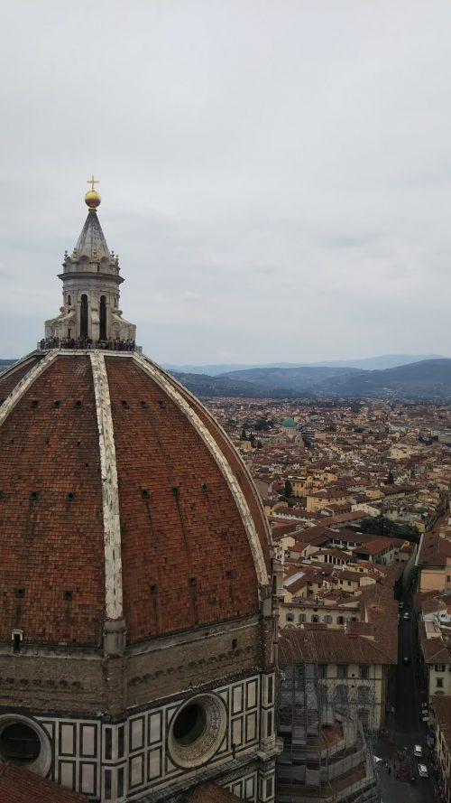 ドォーモ隣の建物最上階からの風景写真に写っているのが、ドォーモ