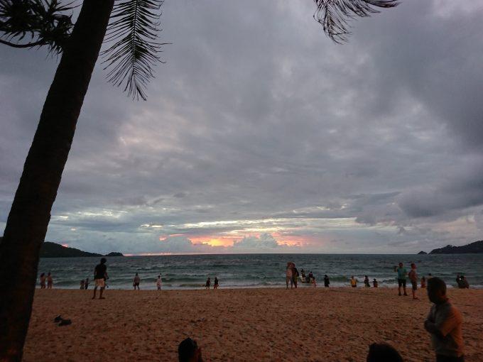 パトンビーチの夕暮れ時
