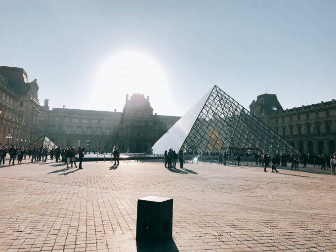 ルーブル美術館の入り口