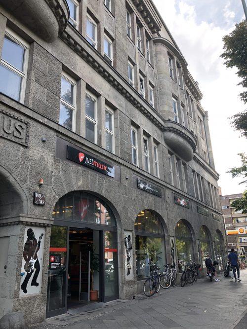 ヨーロッパ最大の楽器屋さん