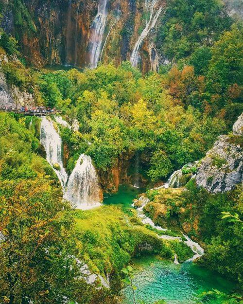 世界遺産の滝で