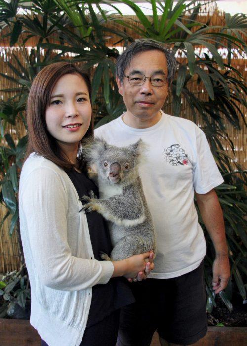 ホテル屋上階の動物園。コアラの抱っこができます。