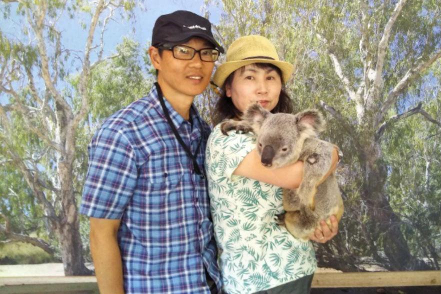 コアラを抱いて