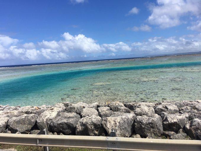 透き通ったグアムの海