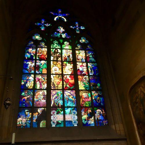 大聖堂内ミュシャのステンドグラス