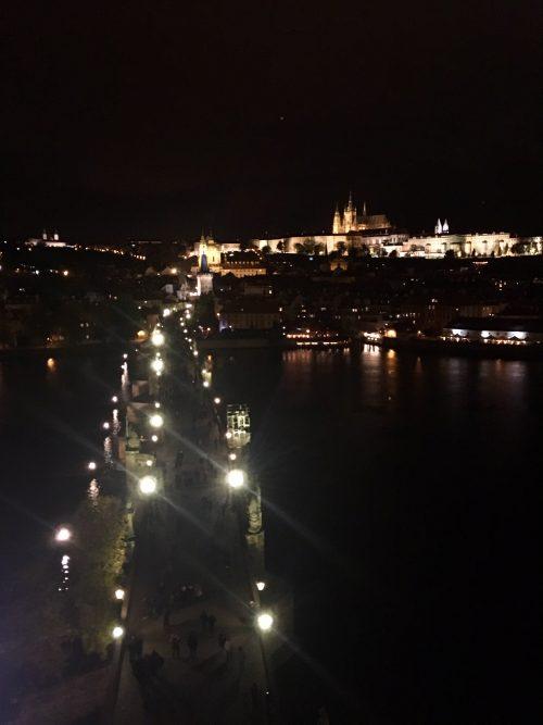 カレル橋の上から見たプラハの夜景