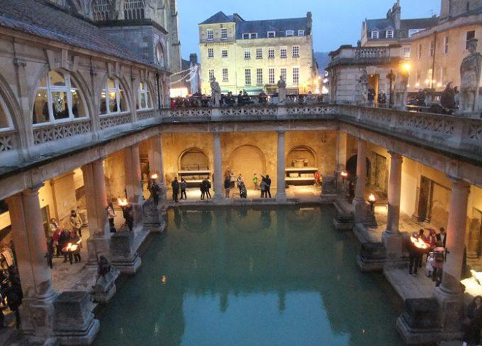 ローマ支配時代の浴場跡「ローマン・バス」
