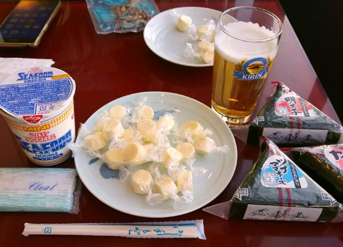 「大韓航空ラウンジ」で昼食。カップ麺やおにぎりもあります